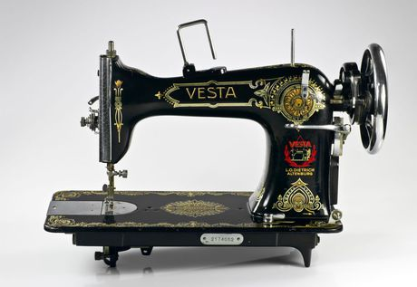 Vesta_sewing_machine_IMGP0718.jpeg