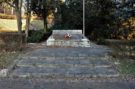 Galeria Pomnik 28 Maja - przed